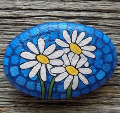 Daisies With the Blues Painted Rock,Decorative Accent Stone, Paperweight by HeartandSoulbyDeb on Etsy Painted Rocks Craft, Hand Painted Rocks, Painted Pebbles, Painted Stones, Painted Wood, Rock Painting Ideas Easy, Rock Painting Designs, Peace Painting, Stone Painting