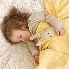 Our Sunshine Gingham Blanket ☀️ offers up heirloom quality in a nostalgic 100% cotton yellow and white Gingham 5 foot Toddler Blanket.  Geneva @cosmic.american posted this shot today of her sleeping beauty looking every bit the angelic wonder ⭐️💛⭐️💛. #Repost @cosmic.american ・・・ 💛💛 there's just nothing sweeter then a sleepy babe 💛 thank you for this lovely gingham blanket @henryandbros. my husband says it reminds him of one he had as a baby & I just adore that timeless style…