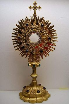 BEAUTIFUL VINTAGE GOLD PLATED MONSTRANCE WITH CASE (CHURCH RELIGIOUS CO.)