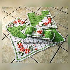 Agora sim.. Jogo de banheiro Duocolor. Aceito encomenda em outras cores. #juhcroche #jogodebanheiro #artesanato #amocrochet #croche #crocheting #crochetaddict #crochetlover #crochetlife #crochetlove #crochetando #euquefiz #euamocrochet #feitoamao #tapete #handmade #instacrochet #instalike #minhacasa #casaesua #casaésua by juhcroche