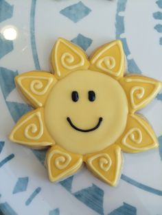 Sunshine sugar cookies with Royal icing Super Cookies, Fun Cookies, Cupcake Cookies, Delicious Cookies, Decorated Cookies, Easy Royal Icing Recipe, Sugar Cookie Royal Icing, Flower Cookies, Easter Cookies