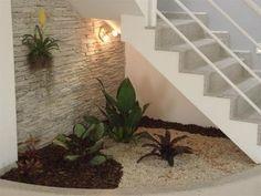 Resultado de imagem para how to decorate space under stairs with plants Interior Garden, Interior And Exterior, Space Under Stairs, Staircase Design, Home Deco, Beautiful Homes, Outdoor Living, Pergola, Garden Design