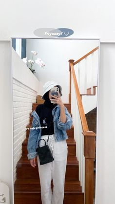 Stylish Hijab, Casual Hijab Outfit, Ootd Hijab, Casual Ootd, Hijab Chic, Modern Hijab Fashion, Hijab Fashion Inspiration, How To Wear Denim Jacket, Hijab Fashionista