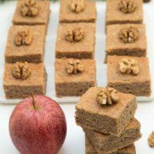 Jablkovo-orechový koláčik
