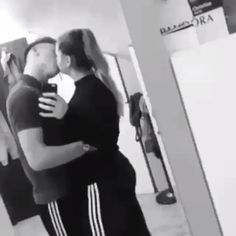 ✔ Cute Relationship Videos For Him Couple Kissing Video, Romantic Couple Kissing, Cute Couples Kissing, Cute Couple Videos, Cute Love Couple, Cute Couples Goals, Romantic Couples, Romantic Gifts, Hot Kiss Couple