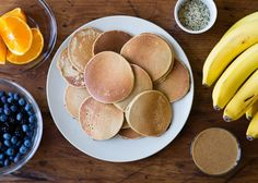 Quick   Easy Blender Protein Pancakes | http://helloglow.co/protein-pancakes-video/