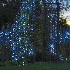 Solar garden lights. awesome! gardners.com:  Year-round lighting for trees, arbors, railings 100 super-bright LED bulbs per string Because they aren't tethered to an outlet, these brighter-than-ever solar-powered string lights can be used virtually anywhere. Use them in your yard all year-round to light up a favorite tree, outline an arbor, or wrap a porch railing. Day/night sensor turns them on automatically. Lights run 8 hours on a full charge.