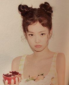 "Jennie Pics on Twitter: ""… "" Blackpink Jennie, South Korean Girls, Korean Girl Groups, Jenny Kim, Blackpink Photos, Blackpink And Bts, Yg Entertainment, Female Singers, Kpop Girls"