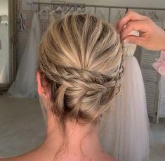 Updo Hairstyles Tutorials, Bun Hairstyles For Long Hair, Bride Hairstyles, Pretty Hairstyles, Hair Up Styles, Medium Hair Styles, Bridal Hair Updo, Hair Videos, Makeup Videos