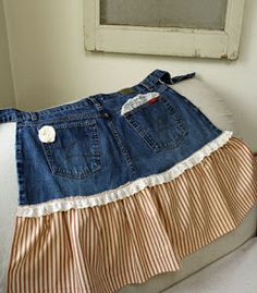 Apron from Old Jeans - - Apron from Old Jeans Misc Schürze aus alten Jeans Zerschnittene Shirts, Cut Up Shirts, Jean Crafts, Denim Crafts, Tshirt Garn, Jean Apron, Cute Aprons, Sewing Aprons, Denim Aprons