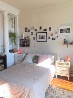 Cute Bedroom Ideas, Room Ideas Bedroom, Bedroom Themes, Bedrooms, Bedroom Inspo, Room Design Bedroom, Bedroom Wall, Bedroom Decor, Dream Rooms