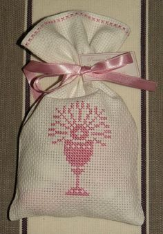 Baptême, communion... Simple Cross Stitch, Cross Stitch Rose, Cross Stitch Borders, Cross Stitch Designs, Cross Stitching, Cross Stitch Patterns, Crochet Patterns, Baby Embroidery, Creative Embroidery