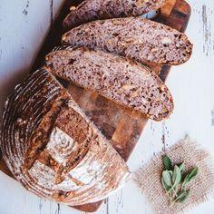 Hausgemachte duftende Backwaren sind nicht mehr länger nur ein Wunschtraum. Wir zeigen euch, wie ihr leckeres Brot ganz einfach zuhause hinbekommt...
