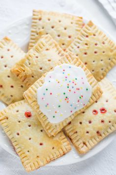 Jul 2016 - Store-bought poptarts are fantastic on-the-go treats that are great for busy morning breakfasts and after school snacks. Like many foods of that ilk, they definitely aren't the healthiest foods out there, but they suffice every Gourmet Recipes, Snack Recipes, Snack Hacks, Snacks List, Lunch Snacks, Vegetarian Recipes, Strawberry Pop Tart, Strawberry Recipes, Boite A Lunch