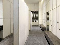 www.raroworld.com/public/media/strutture/zoom/dubai/armani_hotel/armani-spa---changing-room.jpg