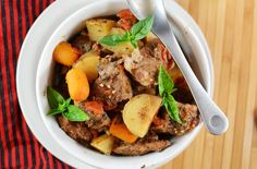 perfect for the cool days to come. crockpot beef stew!