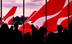 Qantas shares sink under pressure