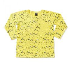 6ccbcdb313 CAMISETA INFANTIL MANGA LONGA MOUNTAIN AMARELA – MINIMALS Camiseta infantil  de manga longa UNISSEX estampada amarela. Com ela os pequenos brincam e se  ...