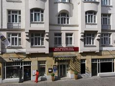 Erfurt Best Western Plus Hotel Excelsior Germany, Europe Best Western Plus Hotel Excelsior is conveniently located in the popular Altstadt area. The property features a wide range of facilities to make your stay a pleasant experience. Free Wi-Fi in all rooms, 24-hour front desk, luggage storage, room service, meeting facilities are on the list of things guests can enjoy. Comfortable guestrooms ensure a good night's sleep with some rooms featuring facilities such as television ...