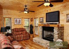 SMOKERISE LODGE - This pet friendly 5 bedroom cabin is nestled on a high ridge with a wonderful panorama  of the Smoky Mountains. This spacious cabin offers designer furnishings and warm comfortable atmosphere. #petfriendly