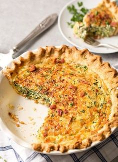 This spinach quiche is made easy by using frozen pie crust, and is filled with mouthwatering flavors like gruyere, ham, bacon, and mushrooms! Spinach Tart, Spinach Quiche Recipes, Spinach And Cheese, Breakfast Quiche, Breakfast Recipes, Breakfast Bites, Spinach Stuffed Mushrooms, Quiches, Cooking Recipes