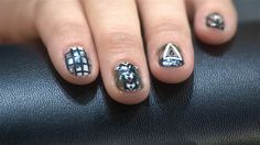 fall-themed nails