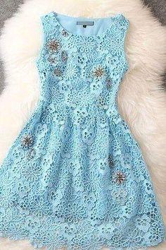 Precioso vestido de encaje floral azul claro