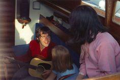 Paul Mccartney Guitar, Paul And Linda Mccartney, Les Beatles, John Lennon Beatles, Linda Eastman, Chill Mix, Bug Boy, Zoo Wee Mama, Sir Paul