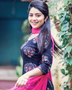 Beautiful Girl In India, Beautiful Girl Body, Beautiful Saree, Beautiful Asian Women, Pretty Woman, Cute Girl Image, Beautiful Girl Wallpaper, Stylish Girl Pic, Indian Girls