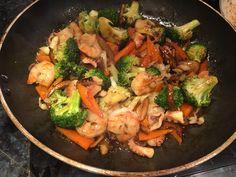 Стир-фрай с морепродуктами и овощами на обычной сковороде