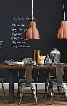 Koperen lampen, een zwarte krijtmuur en prachtige Tolix-style stoelen. Te koop bij Gewoonstijl!   www.gewoonstijl.nl