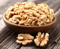 Walnuts are great for your brain! Eat them with the skin on--that's where the powerful antioxidant phenols reside. They're also a good source of magnesium, which may help regulate sleeping patterns. Health Tips, Health And Wellness, Senegalese Twist Hairstyles, Walnut Shell, Kefir, Natural, Macaroni And Cheese, Dental, Benefit