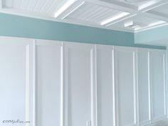 7 Intelligent Tips AND Tricks: Wainscoting Ideas Ceiling traditional wainscoting interior design.Wainscoting Stairway Rugs wainscoting wallpaper board and batten. Wainscoting Bedroom, Wainscoting Styles, Wainscoting Height, Painted Wainscoting, Wainscoting Panels, Feature Wall Design, Turquoise Walls, Half Walls, Board And Batten
