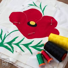 This is a beautiful thread sketched poppy flower by Karolina of B-craft.pl. Karolina has been practicing her free motion quilting and this wall hanging is the result of her practice. She used 4 colors of #Aurifil 50wt thread to bring the quilt to life.   To see more, please visit: http://b-craft.pl/patchworkowy-szkic-z-makiem/