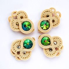 #stebotavo #handmade #handmadejewelry #soutache #oneofakind #ooak #jewelry #earrings #swarovski #sitesperky #bride #beige #beads #beadembroidery #greenery #emerald #pink #fashion #fashionista #art #dnestvorim #vlastnymirukami #tvorba #sperky #nausnice #peacock #soft #sikovneSlovenky #whomadeyourjewelry
