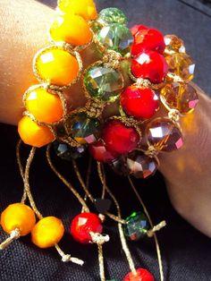 Unidade Pulseira em macramé: Modelo Shamballa  Confeccionada com cordão dourado metalizado e cristais de Zircônias  Fecho regulável.   Zirconia - Ajuda a pessoa a reflectir sobre a própria vida. Auxilia-nos a procurar paz e quietude, é uma pedra de introspecção. Ensina discrição e paciência.