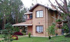 Casa de campo com fachada de tijolo à vista.                                                                                                                                                      Mais