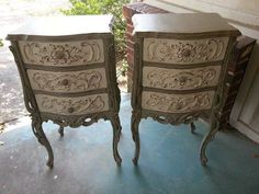 A gorgeous set of nightstands finished in French Linen and Old White Chalk Paint® decorative paint by Annie Sloan | By Junktion Alley