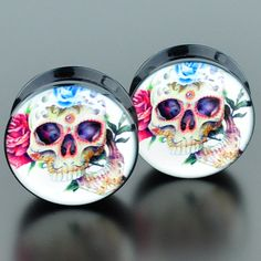 Black acrylic plugs with a picture of a skull with flowers. Quantity: Sold as 1 pair pieces) Style: round cut plug, 1 side flat 1 side convex, screw fit back Flare: Double flare Wearable Width: Plugs Earrings, Gauges Plugs, Cute Jewelry, Body Jewelry, Gages For Ears, Grunge, Skulls And Roses, Tunnels And Plugs, Flower Skull