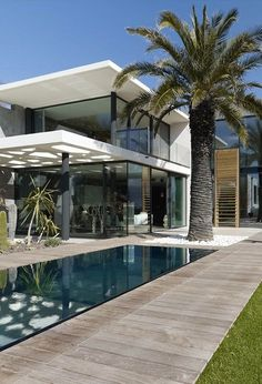 Luxury Connoisseur//Architecture Beast: Modern facade defining Villa Ric in France Modern Architecture House, Facade Architecture, Modern House Design, Minimal Architecture, Computer Architecture, Enterprise Architecture, Landscape Architecture, Architecture Supplies, Architecture Diagrams