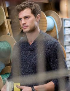 Plus que deux semaines avant la sortie de « Fifty Shade of Grey » ! http://www.elle.fr/Loisirs/Cinema/News/Fifty-Shade-of-Grey-decouvrez-une-scene-du-film-en-avant-premiere-2884556