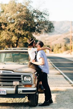 - Tina & Troy – Santiago Canyon Vintage Jeep Couple's Session Keeping it casual wh - Vintage Engagement Photos, Engagement Photo Outfits, Engagement Pictures, Country Engagement, Engagement Ideas, Engagement Session, Couple Posing, Couple Shoot, Vintage Jeep
