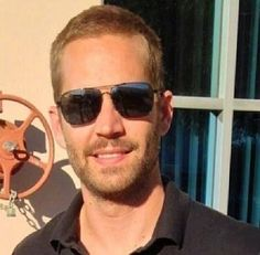 Paul Walker at ROWW event on November 2013 Paul Walker Tribute, Actor Paul Walker, Rip Paul Walker, Caleb Walker, Paul Walker Pictures, Most Beautiful Man, Gorgeous Men, Fast And Furious, Celebs