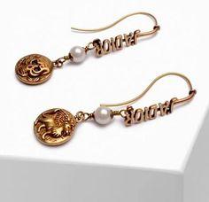 Dior Star, Chanel Pearls, Chanel Logo, Chanel Earrings, Silver Logo, Selling Jewelry, Earrings Photo, Beautiful Earrings, Christian Dior