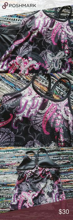 Athleta Asphalt Pavitra Racer Back Tank Athleta Pavitra Asphalt Grey and Pink Paisely Print Racer Back Tank with Built In Bra.   Workout Racerback.   Excellent condition.   Beautiful colors.   Size Medium.   Reminder - My prices are set to negotiate 💕 Athleta Tops Tank Tops