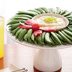 Make this festive vegetable platter for healthy holiday entertaining!