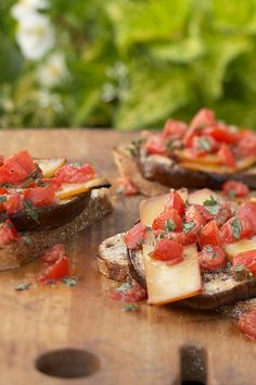 Grilled eggplant slices topped with smoky Gouda cheese and herb-seasoned tomatoes make these vegetarian burgers into a dinner that even meat-lovers would enjoy. Healthy Meals To Cook, Healthy Grilling, Healthy Fats, Grilling Recipes, Healthy Cooking, Eggplant Burger, Grilled Eggplant, Eggplant Parmesan, Cooking On The Grill