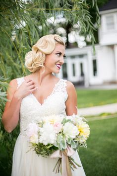 How much do you love this bridal look? I'm in love. This is a perfect example of a great way to transition from an updo during your cerem...
