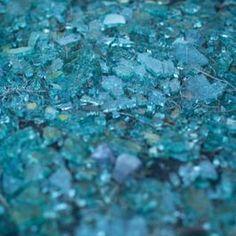 Cracked glass reflects light in unpredictable ways. Broken Glass Crafts, Broken Glass Art, Sea Glass Crafts, Shattered Glass, Sea Glass Art, Stained Glass Art, Mosaic Glass, Smash Glass, Art Resin