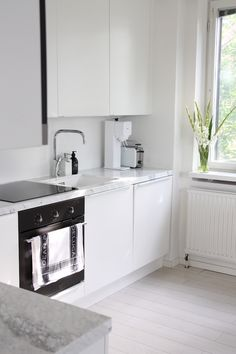 Homevialaura modern white kitchen after renovation domus ikea marble counte Home Decor Kitchen, Kitchen Interior, Home Kitchens, Kitchen Ideas, Interior Modern, Cheap Dorm Decor, Cheap Bedroom Decor, Interior House Colors, Minimalist Kitchen